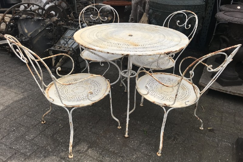 5 piece French wrought iron garden setting.