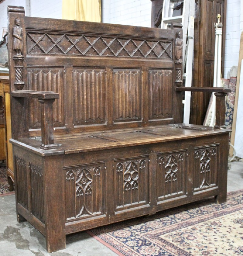 19th century French Gothic oak & panelled settle or hallway bench.